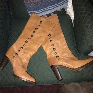 "FRYE ""PIPER"" STUDDED Pull on boots, size 9.5 M"
